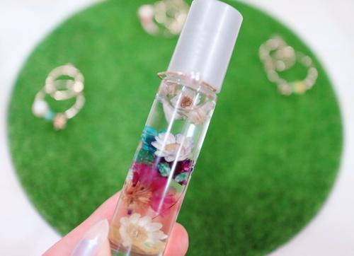 コロコロ塗って、こっそり香りを楽しめる♪ロールオンアロマを作ってみよう!